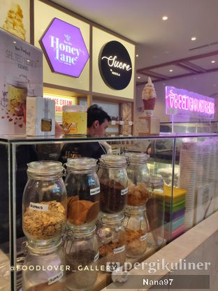 Foto 6 - Interior di Honey Lane oleh Nana (IG: @foodlover_gallery)