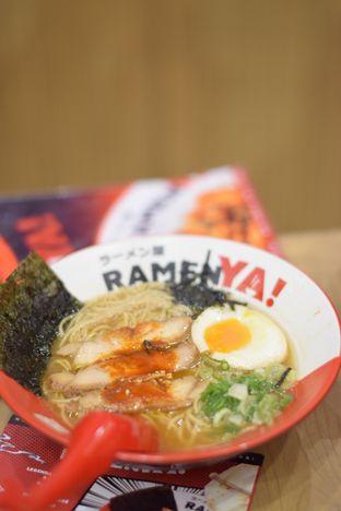 Foto 1 - Makanan(Legendary Chicken Ramen) di RamenYA oleh Dian