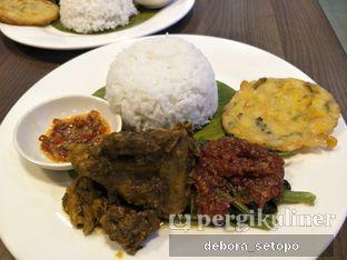 Foto 2 - Makanan di Bakso Lapangan Tembak Senayan oleh Debora Setopo