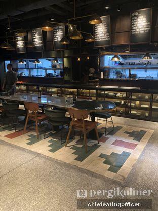 Foto 12 - Interior di FLYNN Dine & Bar oleh Cubi