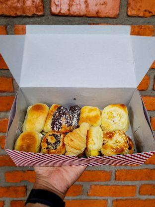 Foto 2 - Makanan di Roti Unyil Venus oleh Adhy Musaad