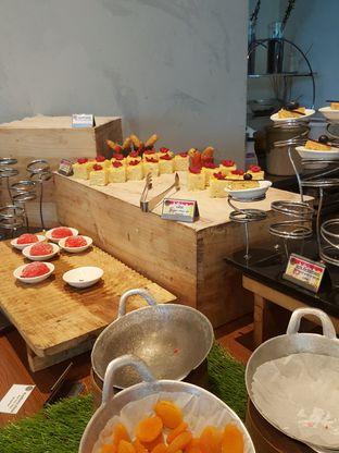 Foto 7 - Makanan di Collage - Hotel Pullman Central Park oleh Wiwis Rahardja
