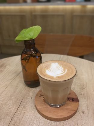 Foto 4 - Makanan(Caramel Latte) di Sedjenak Koffie En Eethuis oleh Sari Cao