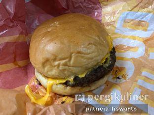 Foto 2 - Makanan(Cheese Burger) di Flip Burger oleh Patsyy