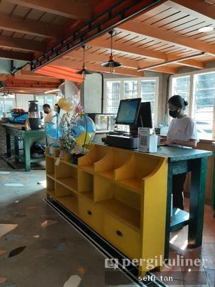 Foto 8 - Interior di Mikkro Espresso oleh Selfi Tan