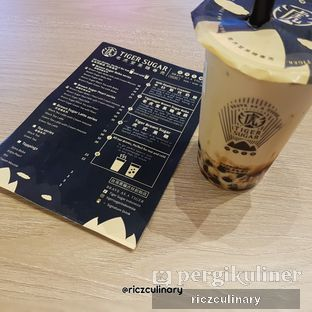 Foto 1 - Makanan(Brown Sugar Boba Milk with Cream Mousse with Brochure) di Tiger Sugar oleh Ricz Culinary