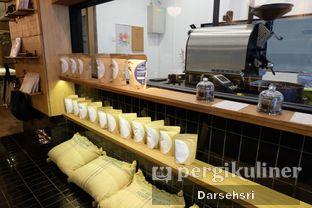 Foto 7 - Interior di Doma Dona Coffee oleh Darsehsri Handayani
