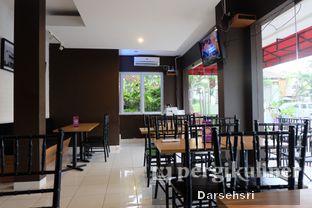 Foto 6 - Interior di Dian Cafe oleh Darsehsri Handayani
