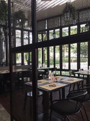 Foto 5 - Interior di De Luciole Bistro & Bar oleh Theodora