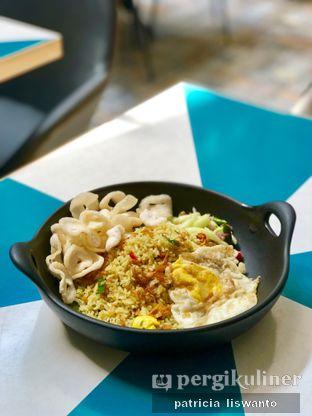 Foto 1 - Makanan(Nasi goreng ikan asin) di Aromanis oleh Patsyy