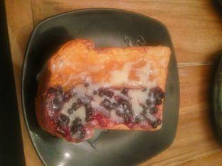 Foto 3 - Makanan(Roti Bakar Mango Peach & Blueberry) di Eat Boss oleh Fadhlur Rohman