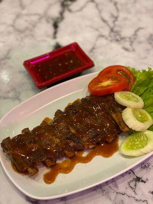 Foto 5 - Makanan(hongkong pork ribs ) di Garage Cafe oleh Jeljel