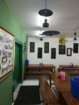 Foto 2 - Interior di Warung Mak Dower oleh @makansamaoki
