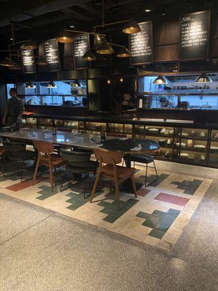 Foto 12 - Interior di FLYNN Dine & Bar oleh feedthecat