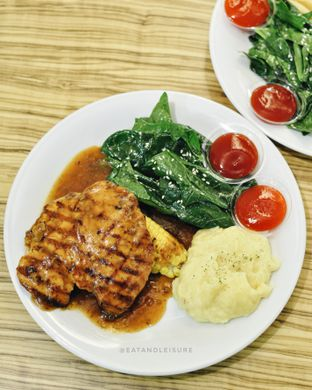 Foto 2 - Makanan(GRILLED CHICKEN STEAK) di Fat Cow oleh Eat and Leisure