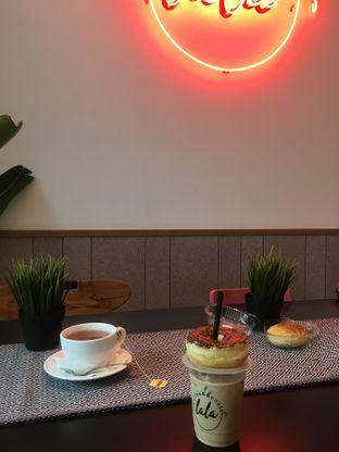 Foto 16 - Interior di Lala Coffee & Donuts oleh Prido ZH