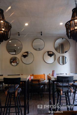 Foto 6 - Interior di Burns Cafe oleh Darsehsri Handayani