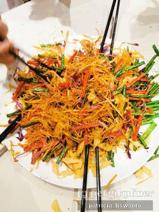 Foto 10 - Makanan(Yee Shang Salmon) di Eastern Opulence oleh Patsyy