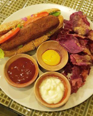 Foto 5 - Makanan di Burgreens Express oleh Hafizah Murdhatilla