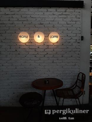 Foto 6 - Interior di Popolo Coffee oleh Selfi Tan