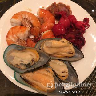 Foto 1 - Makanan di The Cafe - Hotel Mulia oleh Hungry Mommy