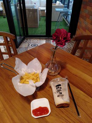 Foto 1 - Makanan(kentang dan es kopi) di Kode-in Coffee & Eatery oleh Erika  Amandasari