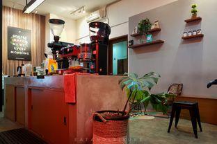 Foto 7 - Interior di Makmur Jaya Coffee Roaster oleh Eat and Leisure