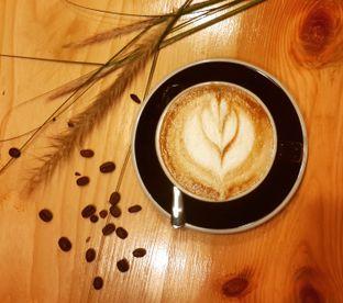 Foto 1 - Makanan(Cappuccino) di Emmetropia Coffee oleh @stelmaris