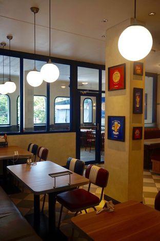 Foto 21 - Interior di Food Days oleh yudistira ishak abrar