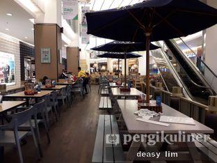 Foto 12 - Interior di Fish & Co. oleh Deasy Lim