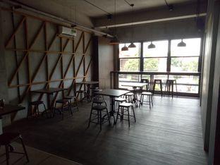 Foto 5 - Interior di Beranda Depok Cafe & Resto oleh Namira