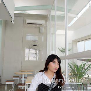 Foto 9 - Interior di Threelogy Coffee oleh Ectararin