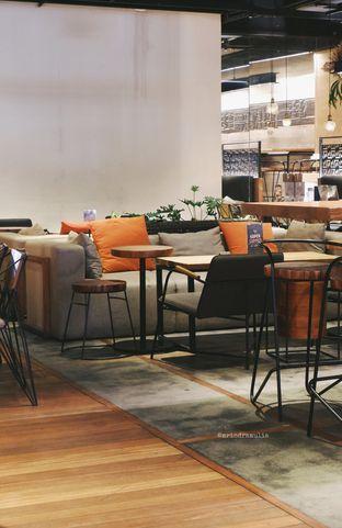 Foto 2 - Interior di Bermvda Coffee oleh Indra Mulia