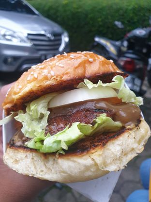 Foto 2 - Makanan di Burder oleh Leonardo Lawuan