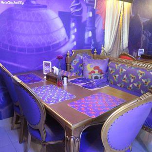 Foto 2 - Interior di Arabian Nights Eatery oleh Stellachubby