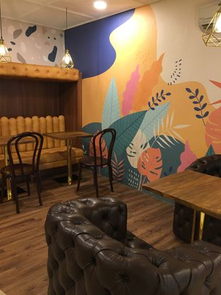 Foto 5 - Interior di Wake Cup Coffee oleh Jeljel