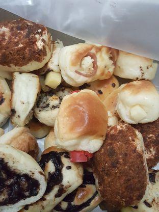 Foto 1 - Makanan di Roti Unyil Venus oleh Stallone Tjia (@Stallonation)