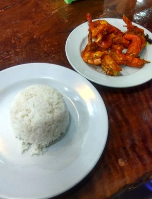 Foto 1 - Makanan(Udang Bakar Saos Makasar (IDR 45k)) di Sandjaja & Seafood oleh Renodaneswara @caesarinodswr