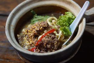Foto 1 - Makanan(Mie Kriuk Siram Sapi) di Cici Claypot oleh Fadhlur Rohman
