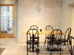 Foto 6 - Interior di Daily Press Coffee oleh Jakartarandomeats