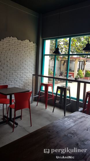 Foto 7 - Interior di Meanwhile Coffee oleh UrsAndNic