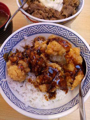 Foto 2 - Makanan(Tori Don Blackpepper) di Yoshinoya oleh Afifah Romadhiani