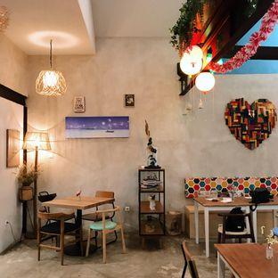 Foto 11 - Interior di Kona Koffie & Eatery oleh Della Ayu