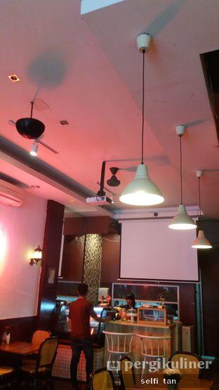Foto 3 - Interior di Ninotchka oleh Selfi Tan