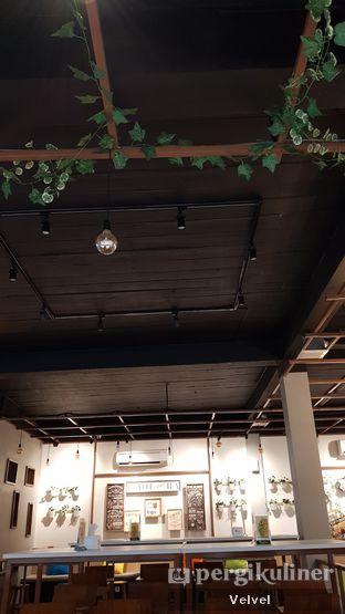Foto 8 - Interior di Warung Bos oleh Velvel