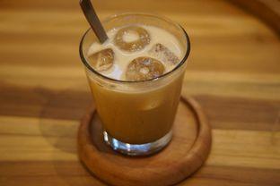 Foto 8 - Makanan(Caramel Macchiato) di Makmur Jaya Coffee Roaster oleh Fadhlur Rohman