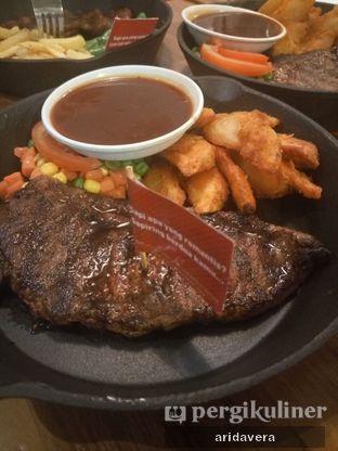 Foto 1 - Makanan di Steak Hotel by Holycow! oleh Vera Arida