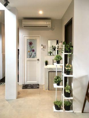 Foto 7 - Interior di Likely Cafe & Resto oleh Prido ZH