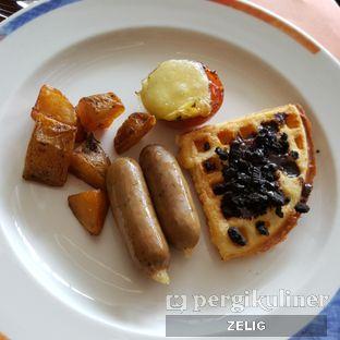 Foto 7 - Makanan di The Square - Hotel Novotel Bandung oleh @teddyzelig