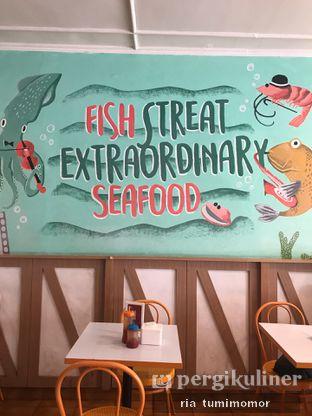 Foto 2 - Interior di Fish Streat oleh riamrt